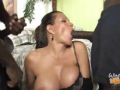 Szenvedélyes spanyol szex a pozitív. Befejezve nézni ezt a szép videót, látni fogja a spanyol szenvedély, a szexuális aktivitás, a fiatal szerelem. Miután a barna hajú lányokat rákra helyezte, a férfiak ügyesen baszni kezdték, teljesen megváltoztatták a lovat egy menyétre a melegben. Vegye ki a péniszet a hüvelyből, a férfiak megosztják a tekercset, majd elkezdik nyalni a fedelet. A csajok is azt akarja, hogy kérjük a barátja egy szopást, majd a partnerek, ők ülnek a 69-es helyzetben, majd elkezd élvezni az