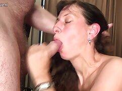 A férfi továbbra is a felesége vaginájába dugta a péniszét, és filmezett. A férjemnek mindig volt egy álma-rögzíteni egy videót egy igazi amatőr szerelemről a feleségével. Egy példaértékű nő elutasítja az ilyen örömöt, de a férfi túl makacs volt, és meg kell győznie az embereket a hitről. A anya fia szekx másik unalmas esetében a kezében tartja a fényképezőgépét, és elkezdi forgatni a jeleneteket, kibaszott a kamera előtt. Nyögés nagyon hangos, elérje az igazi orgazmust. Kiderült, hogy a kamera monitorja iz