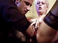 Klasszikus Pornó egy fiatal nővel. Egy fiatal hölgy szerepelt a klasszikus pornó filmben. Bár még fiatal, de úgy viselkedik, mint tapasztalat kurva. Csak akkor, amikor a férfi megjelent a szobában egy hatalmas erekció, esett ki a hely, hogy az ismerős, orális szex. ingyen porno filmek Gyönyörű csak enni isteni, de készülj fel néhány meglepetés újra. Lány, hogy ki lyukak-lyuk nem nyitott, megköveteli a férfiak, hogy a pénisz a végbélnyílás. A férfiak kielégíteni kakas által kibaszott a seggüket, majd áramló