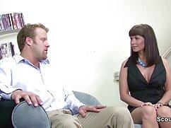 Szex Privát a felnőtt párok előtt a lencse. Meghívjuk Önt, hogy nézze meg a filmet szex kölcsön Gia dinh fő oka, hogy lelőtték a házban a kamera. Miután meggyőzte barátját egy pornó filmre, a kopasz férfi beállította a készüléket, majd megkérdezte a feleségét, a szemüvege szopja a farkát. Egy lány, akinek van tapasztalata a szopást eredményezett a kopasz fejét a férfi, majd cserélje ki a sapkát borotválkozás neki. A kisember elkezdte nyalogatni, hogy a felesége ingyen szex filmek keféljen kunival. Míg a pár