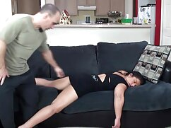 Egy férfi meztelen masszázs egy fekete nő ingyen sex videó számára a medence közelében, képzett kezek használata, masszázs a test számára. Tudja, hogyan kell örömet szerezni a nőknek, majd használja a kezében felhalmozott összes tapasztalatot, serkenti a lány nemi szervének teljes területét. Gyönyörű, nagyon izgatott, hangosan felnyögött a kezében masszázs kedvenc meleg érzés dagadt körül testrészek. Az emberek dimenziósak, és továbbra is élvezetekkel csinálják a kezüket, amíg túl keményen nem ér véget.