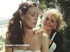 Angela a barátja hüvelyébe tette a kezét. Hűtsd le Angelát a hajával. A lány nem rejti el a melleit gyönyörű rózsaszín mellbimbókkal, puha csókkal. Néhány pillanattal később a szuka a lábát ingyen hd pornó a hétfő mindkét oldalára terjesztette kapzsi nyelvével nyalogatja a rózsaszín fedelét. A cunnilingus után továbbra is kedveli a barátját az ujjak között. Hosszú hajat fektetett a válla fölé, majd ismét az ujját mélyebbre tette az állatok lyukába. Néhány pillanattal később az amerikai nő a második kézből a